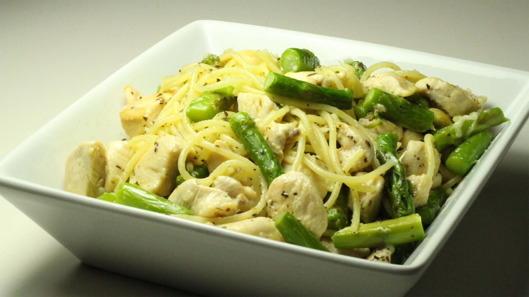 Asperges snackées au wok et poulet au mirin : recette diététique