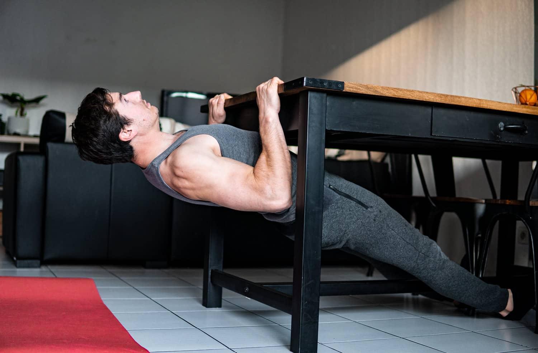 Rowing inversé sous une table | Muscler son Dos chez soi sans matériel
